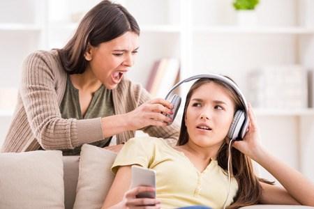 Gefrustreerde vader leert tiener wat goed is