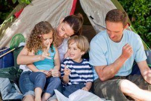 familie voor de tent